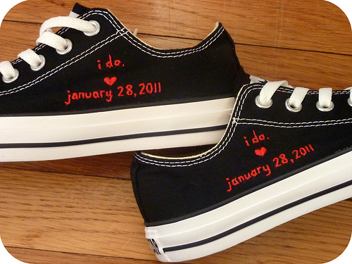 85e553e53512 30 DIY Ways To Jazz Up Your Converse Sneakers